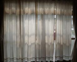 古い家カーテン大きい